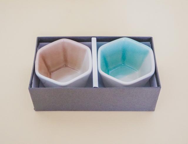 m.m.d. / 小鉢2個セット / ギフトボックス&熨斗付き / 5分掛け青磁 + 5分掛けローズ / 青磁と夏の贈り物