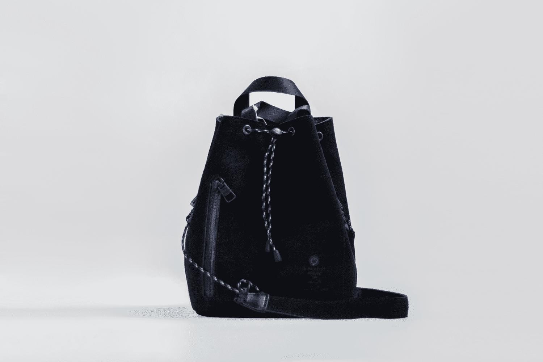 UNBY / SUEDE DRAW STRING BAG / ブラック