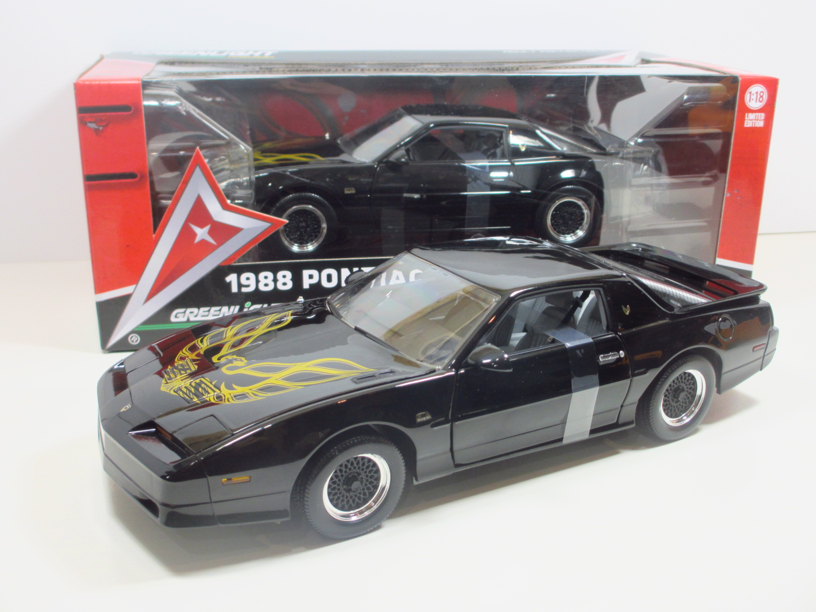 1/18   1988  PONTIAC FIREBIRD TRANS AM  GTA  18-146