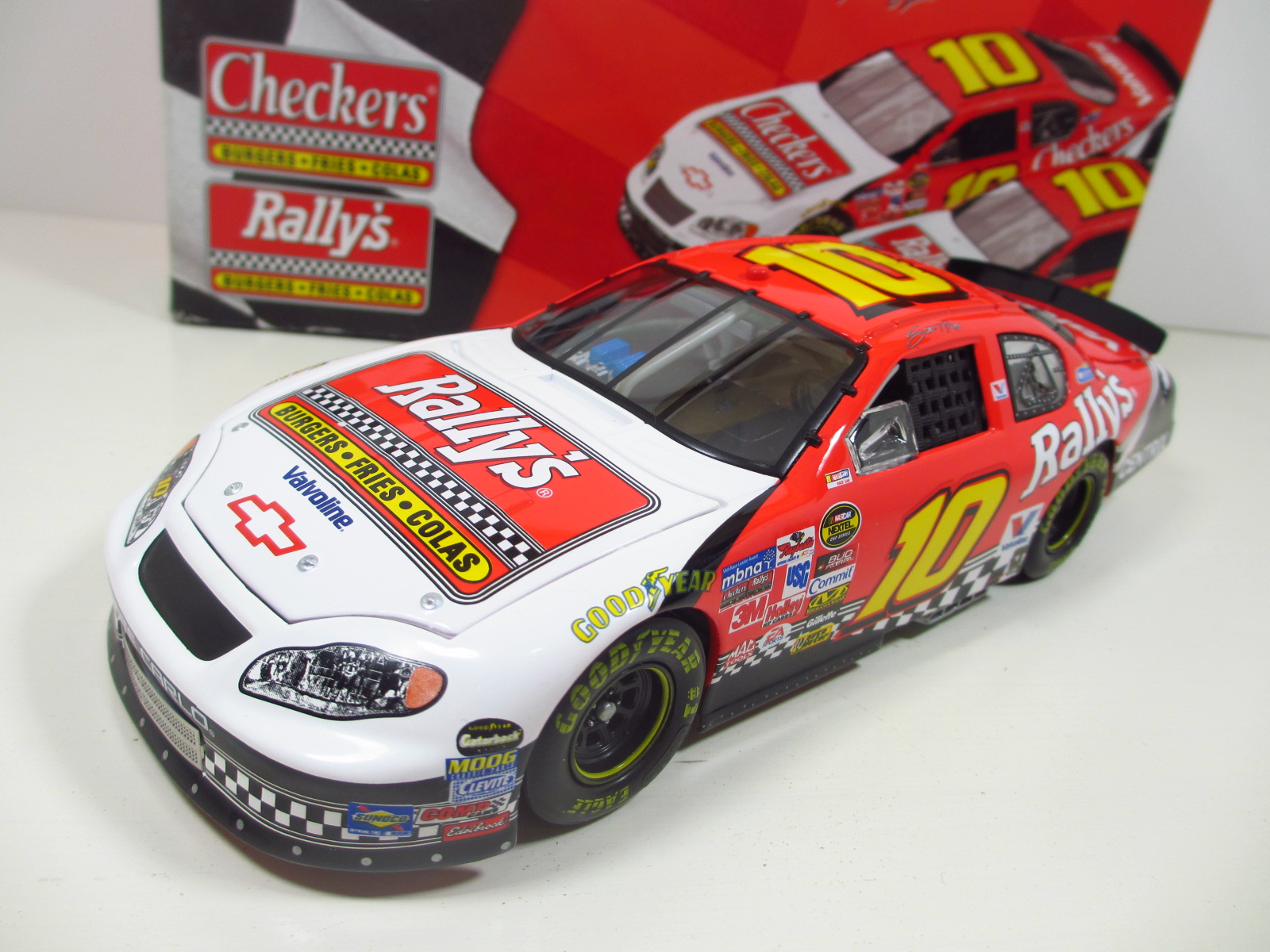1/24 ACTION  2005 Scott Riggs #10 Rally's  Chevy Monte Carlo  24-113
