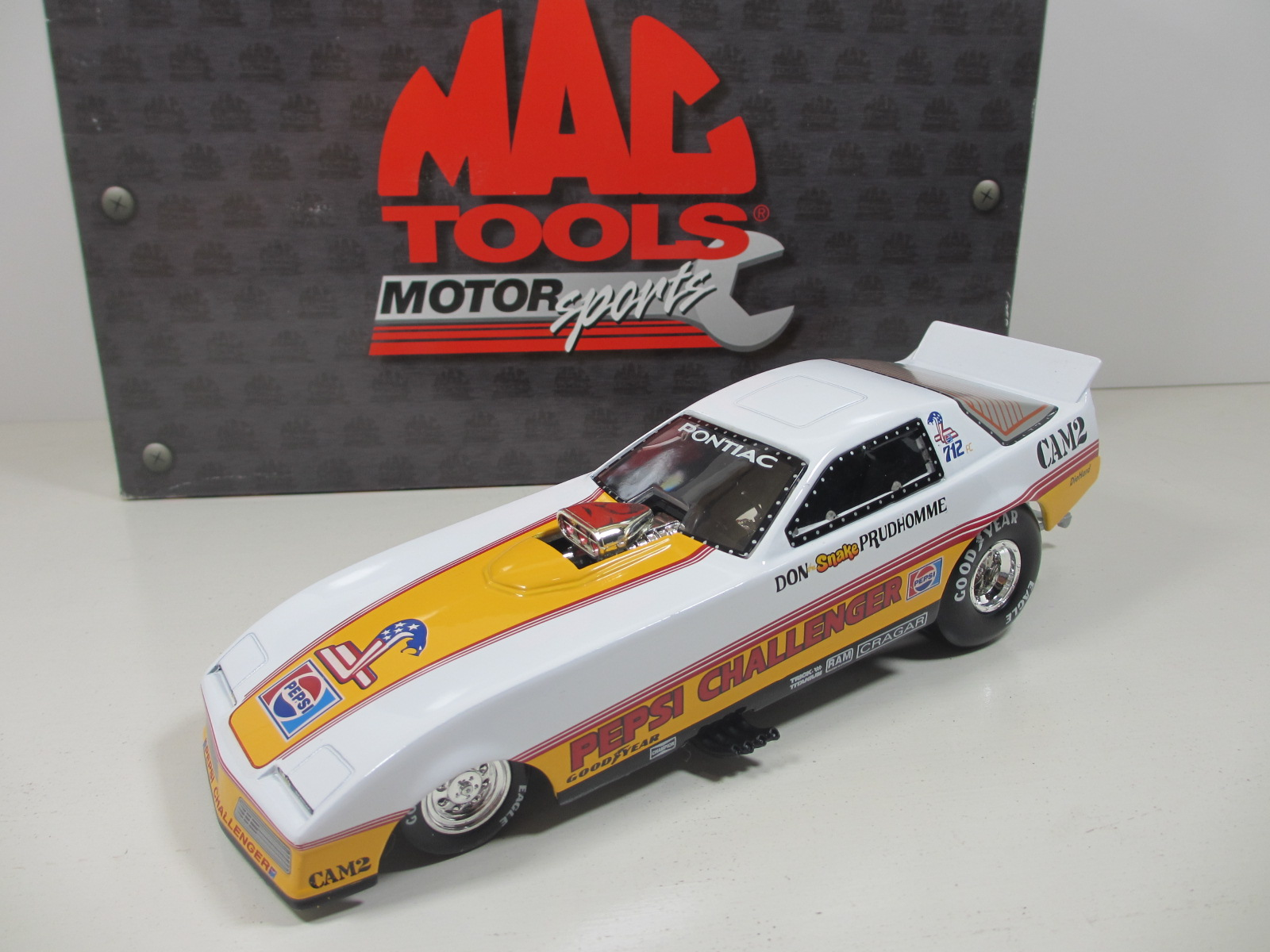 Action 1/24 1983 Don Prudhomme Pepsi Challenger Pontiac  Funny Car  MAC TOOLS   24-125