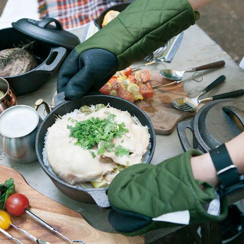 ダルトン(DULTON) GLUTTON オーブンミット キッチングローブ 使用イメージ
