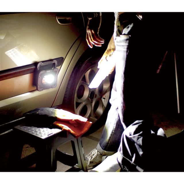 ダグ・ノット ポータブルLEDワークライト KISHIMA マグネット付き 車にくっつく