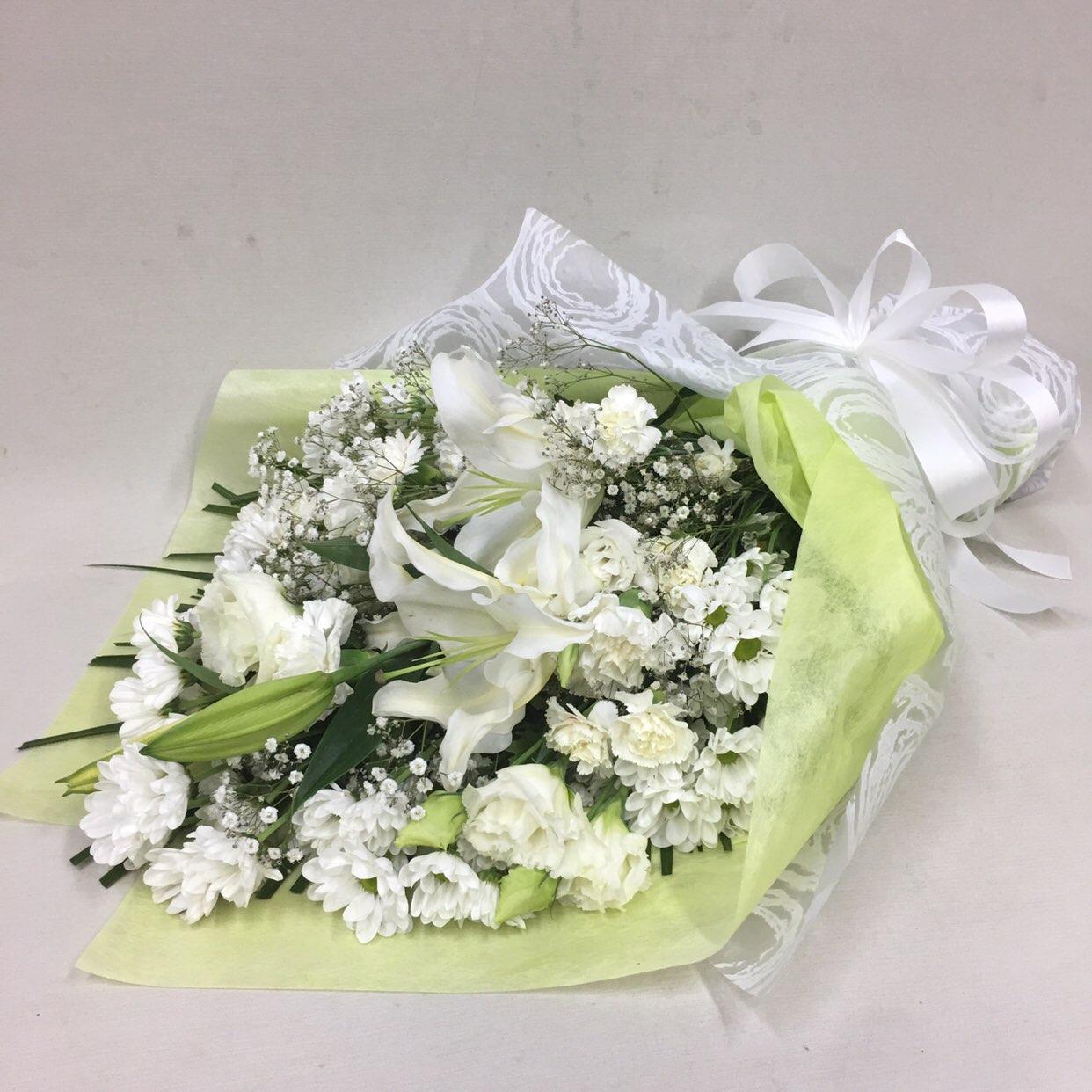 3325 【供花】ユリとカーネーションの花束W(H70) Cスタイル