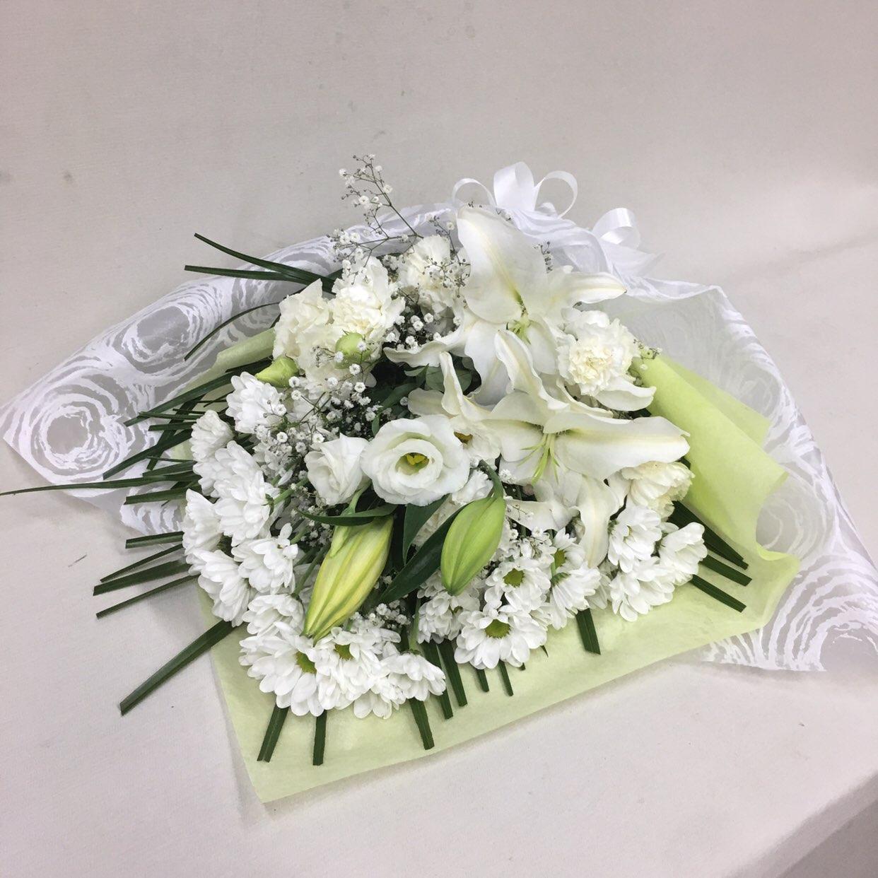 3329 【供花】ユリとカーネーションの花束W(H60) Cスタイル