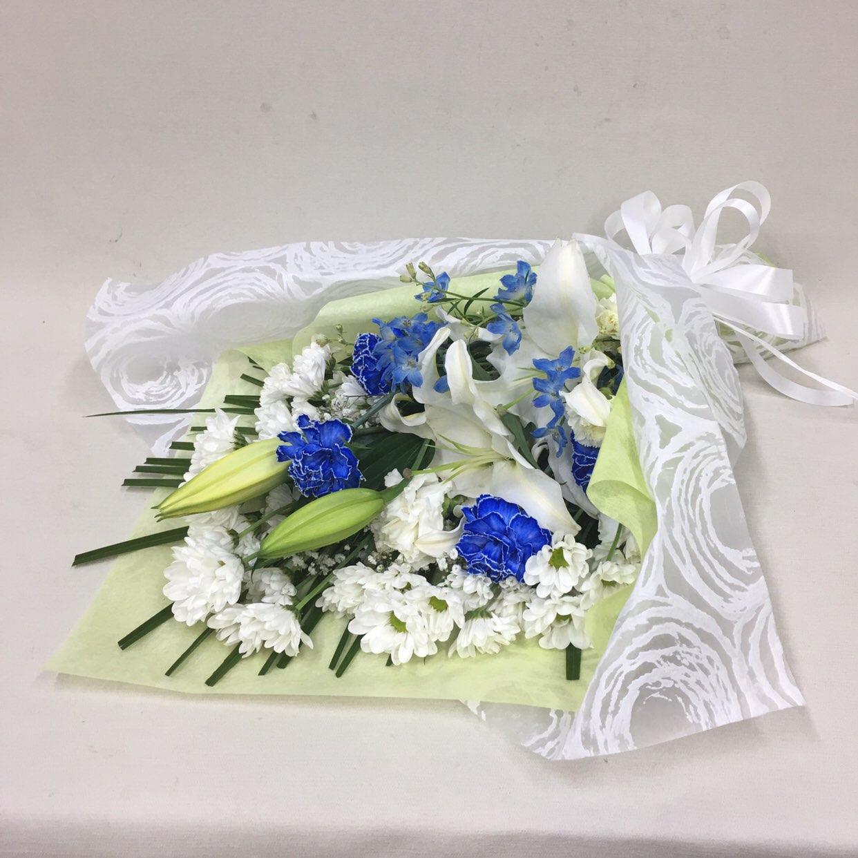 3330 【供花】ユリとカーネーションの花束WB(H60) Cスタイル