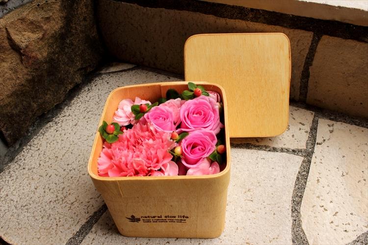 木製のボックスアレンジメント ラブリーピンク系