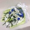3328 【供花】ユリとカーネーションの花束WB( H70) Cスタイル