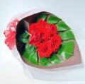 豪華な赤バラ花束【7本以上】