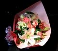 3284 ピンクバラと季節のお花の花束