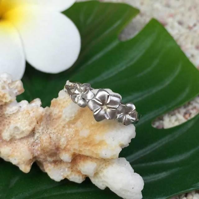 ハワイアンジュエリー 2mm 14Kホワイトゴールドプルメリアリング/プルメリア 指輪