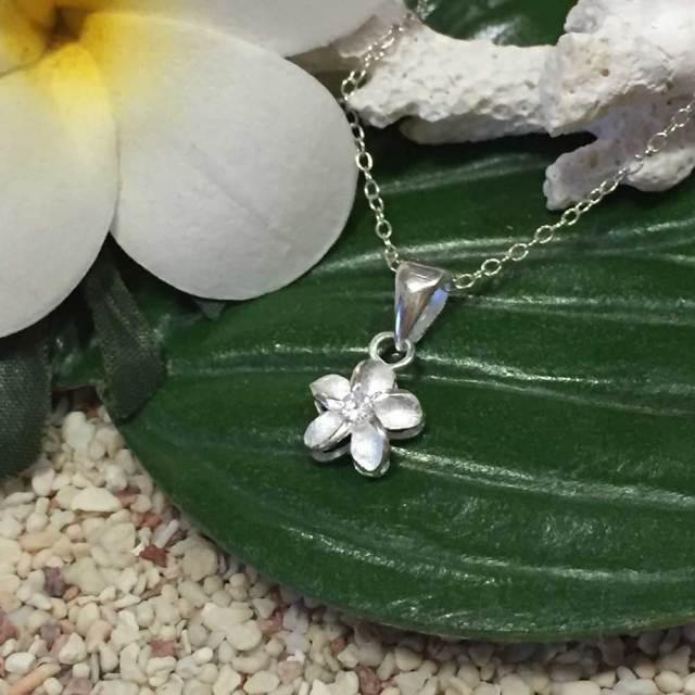 ハワイアンジュエリー シルバー ペンダントネックレス 「プルメリア ジルコニア付き」/Hawaiian Jewelry ハワイアンアクセサリー
