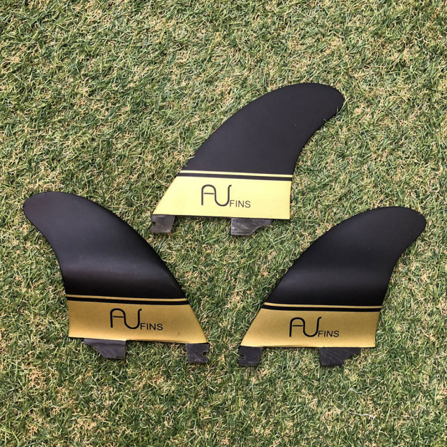 AU FIN エーユーフィン AU LR Thruster グラスフィン ブラック/ゴールド Click In FCS2 タイプ Mサイズ  3フィン
