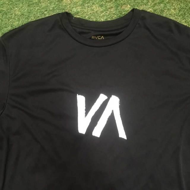 RVCA ルカ メンズ 半袖ラッシュガードVA SPORT DISPLACEMENT VA Tシャツ AI041-122/サーフィン マリンスポーツ 格闘技 男性用