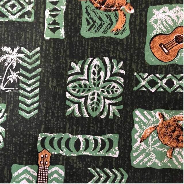 ハワイアン生地 カパ タパ ホヌ ウクレレ ヤシの木 グリーン ブラック