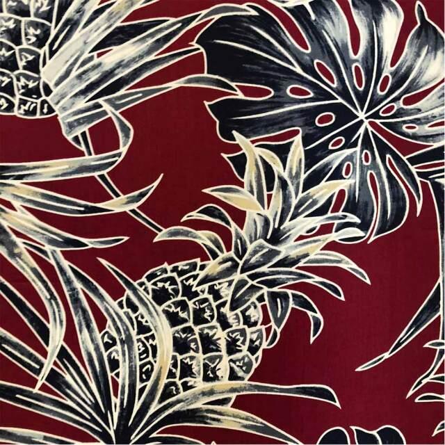 ハワイアン生地 モンステラ パイナップル ヤシ バーガンディ 南国 トロピカル フラワー パウスカート生地 綿 コットン100%