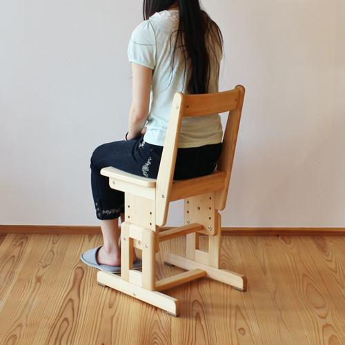 学校用椅子身長160cm使用例