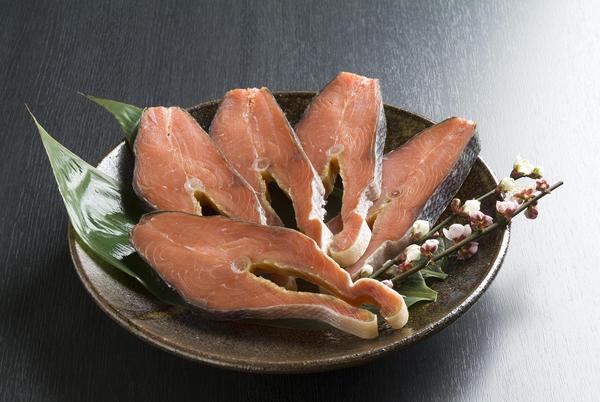 蔵造り塩引鮭 [辛口] 輪切身5切れ袋詰め ABF40