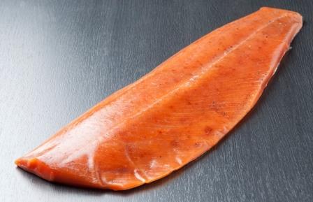 活〆桜ますの燻製(半身) 300g  SKU30