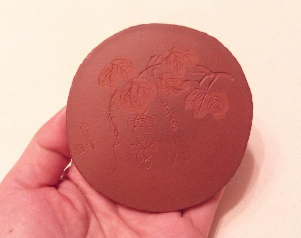 中国茶 茶雑貨【紫砂で作られた茶托 葡萄模様】