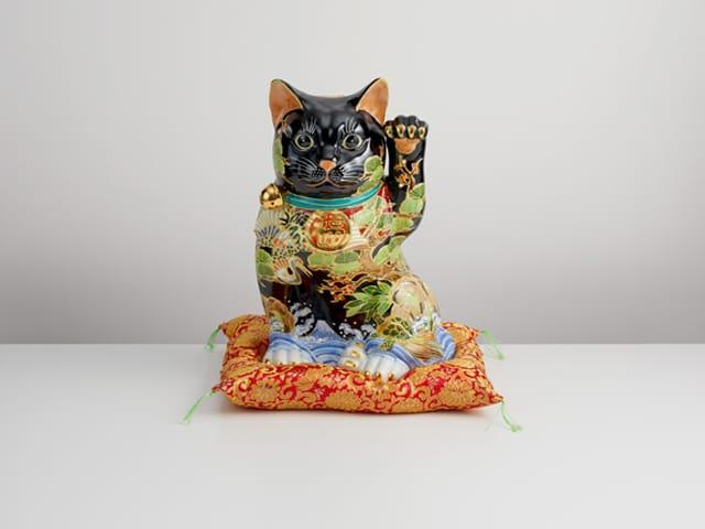 10号横座招猫 黒地盛松竹梅に鶴亀 (布団付)