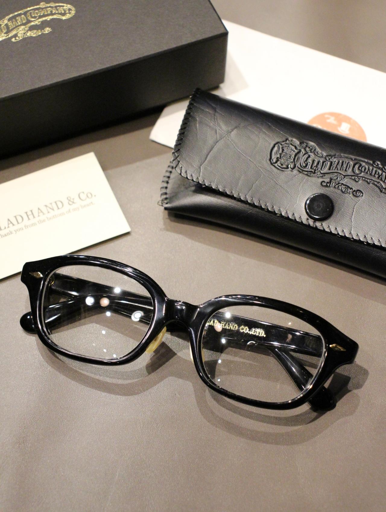 GLADHAND × 丹羽雅彦  「J-IMMY GLASSES ORNAMENT 〈BLACK / GOLD〉」  グラッシーズ