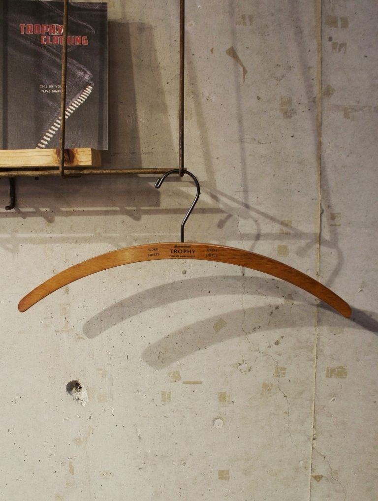 TROPHY CLOTHING    「Tailor Shirts Hanger 」  木製ハンガー