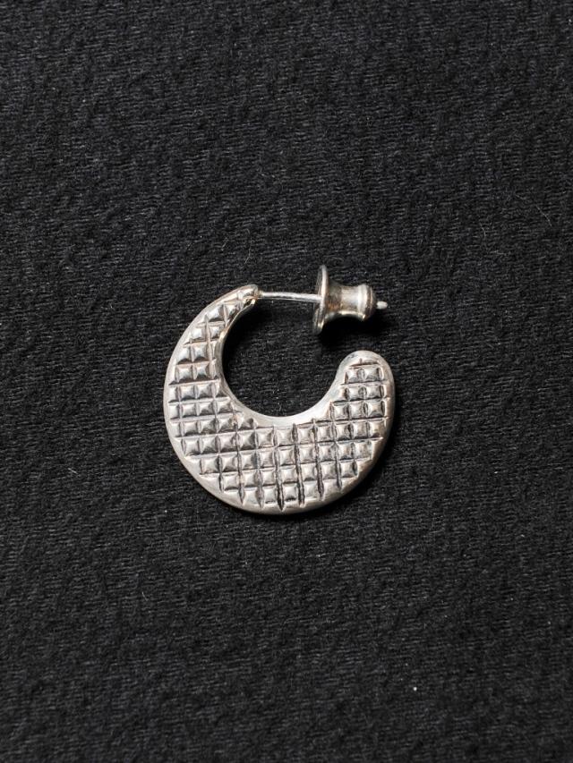 CALEE 「DIAMOND CUT CRESCENT MOON PIERCE 〈SILVER 925 〉」 SILVER 925製 ロールタイプピアス