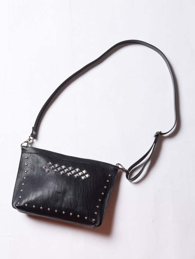 CALEE  「LEATHER STUDS BODY BAG」 レザーボディーバッグ