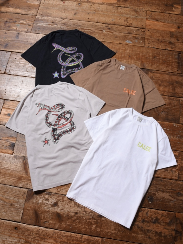 CALEE  「STRETCH SNAKE LOGO T-SHIRT」   プリントティーシャツ