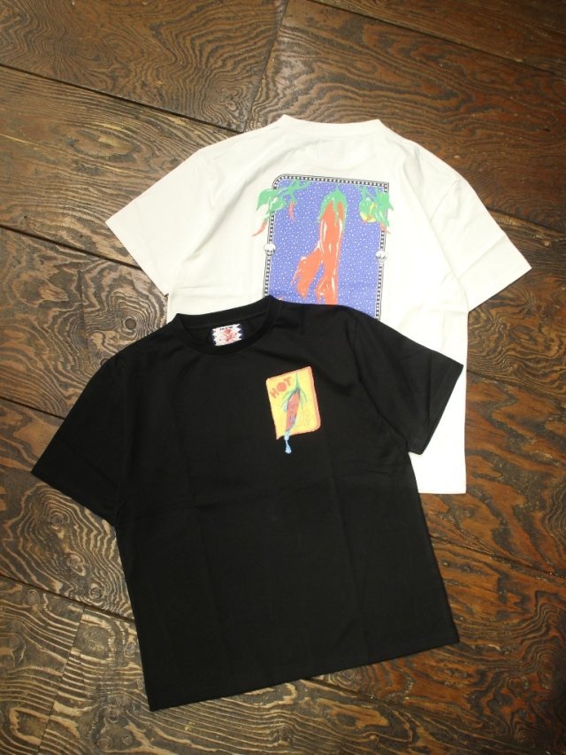 SON OF THE CHEESE × Sam Ryser  「Chili TEE 」  プリントティーシャツ