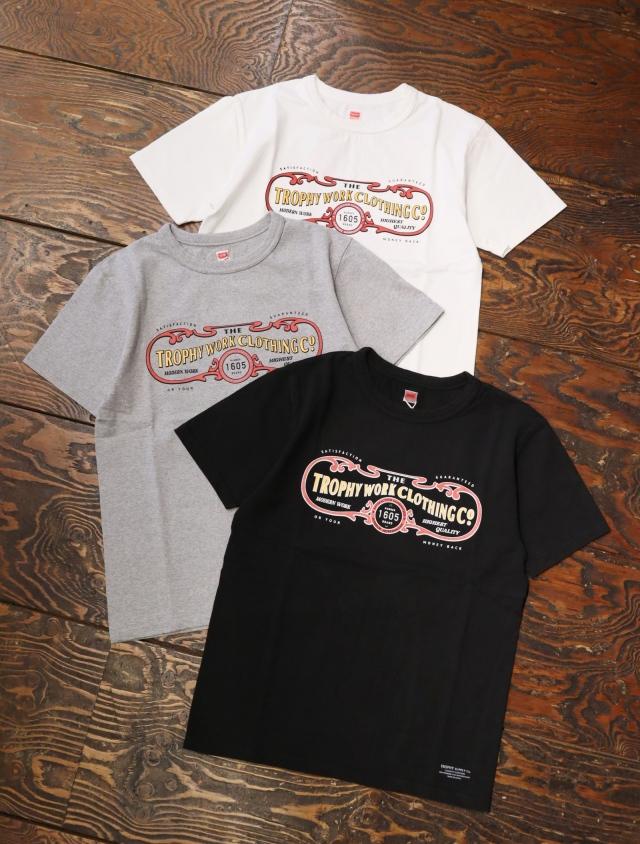 TROPHY CLOTHING  「 15th Work Logo LW Crew Tee 」  プリントティーシャツ