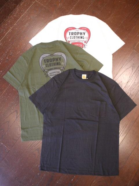 TROPHY CLOTHING  「Heart Pocket Tee」  プリントポケットティーシャツ
