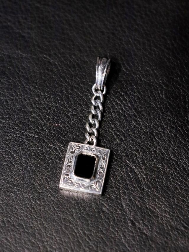 ANTIDOTE BUYERS CLUB  「Engraved Gemstone Pendant」  SILVER950製 ペンダントトップ