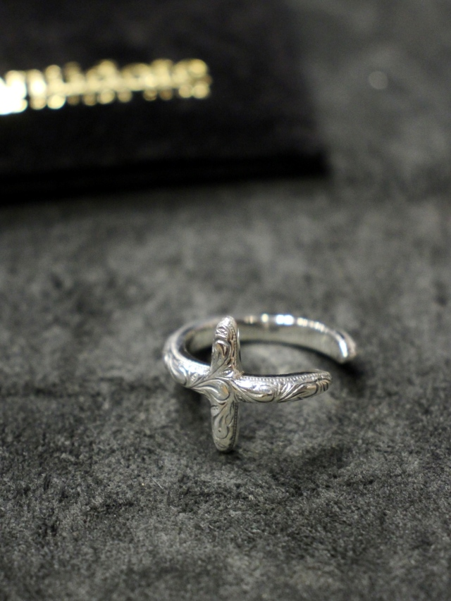 ANTIDOTE BUYERS CLUB   「Engraved Cross Ring 」 SILVER950製 クロスリング