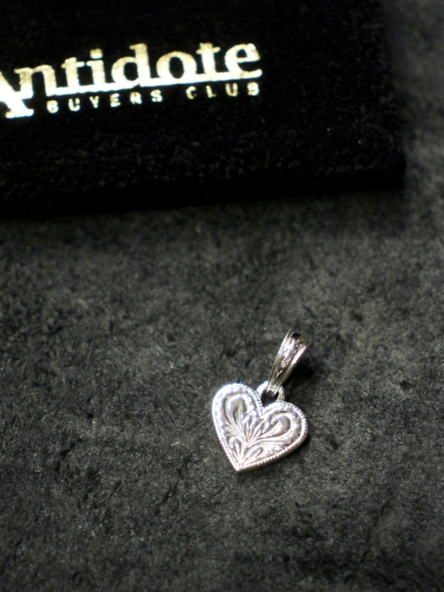 ANTIDOTE BUYERS CLUB by Cootie Productions   「Engraved Heart Pendant」 SILVER950製 ペンダントトップ