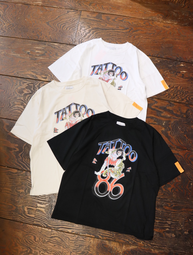 Black Weirdos  「 Tattoo86 Tee 」 プリントティーシャツ
