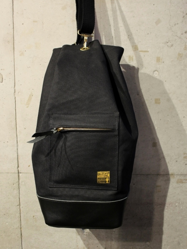 TROPHY CLOTHING  「Round Trip Bag」  ショルダーバッグ