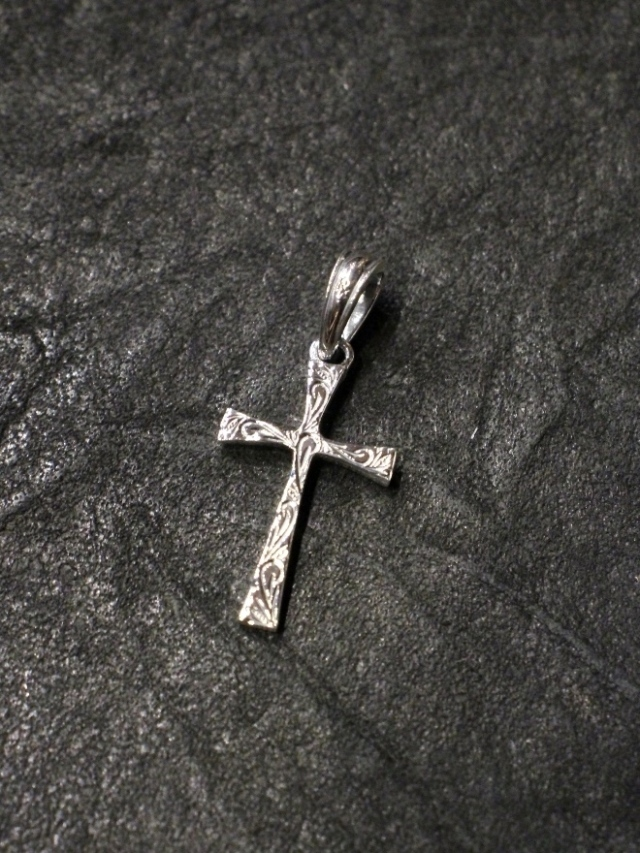 ANTIDOTE BUYERS CLUB by Cootie Productions   「Engraved Tiny Cross Pendant」 SILVER950製 ペンダントトップ
