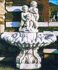 二人の子供の壁泉