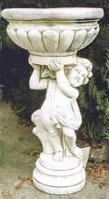 花鉢を担ぐ少年