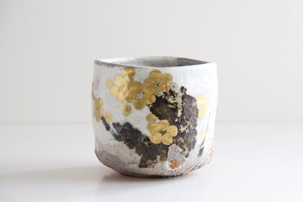 筒茶碗 金彩 梅の絵 象楽作