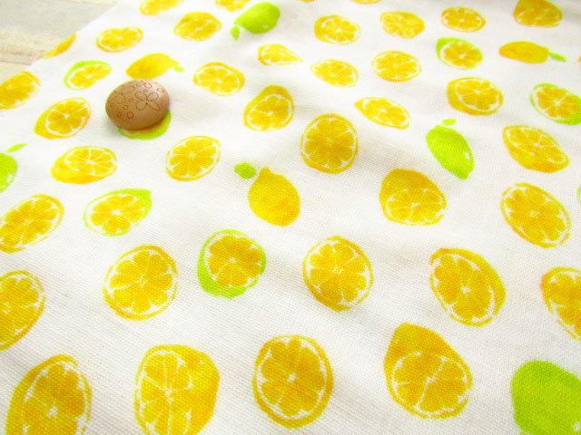 【約54cm幅×約50cmカット*ミニカットクロス】 『レモン&ライム』 オフホワイト【ふんわり ダブルガーゼプリント】