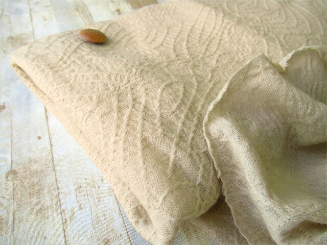 【反売り】ウール混変わり織ニット アイボリーベージュ系[ 幅140cm×約2m巻 ]