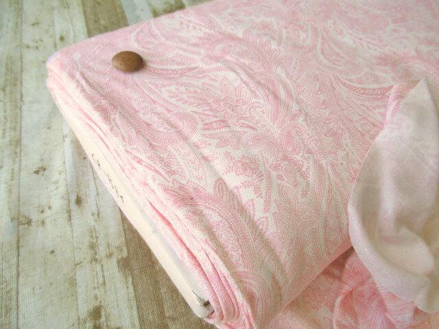 【反売り】やや薄手 テンセルスムースニット(ペイズリー柄プリント) ピンク×オフホワイト系[幅150cm×約8.5m巻 ]