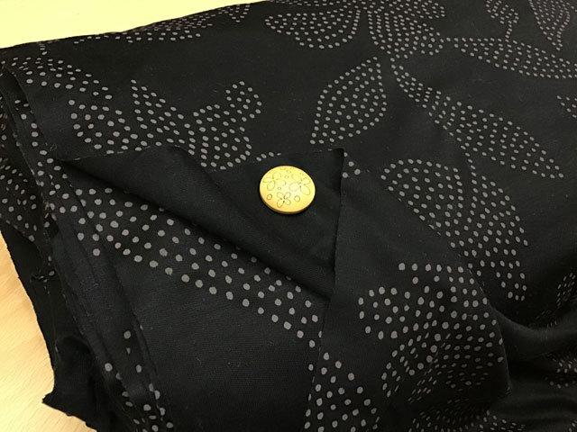 【反売り】 スムース風ニットフラワープリント ブラック×あずき色[ 幅120cm×約16m巻 ]