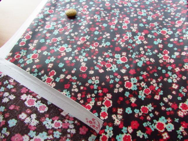 小花プリント つや消しラミネート(こげ茶系) 約50cmカット