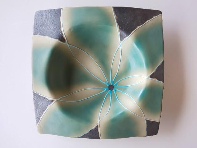 黒土花紋正角盛皿(ブルー)【在庫限りの限定特価】※1点限り