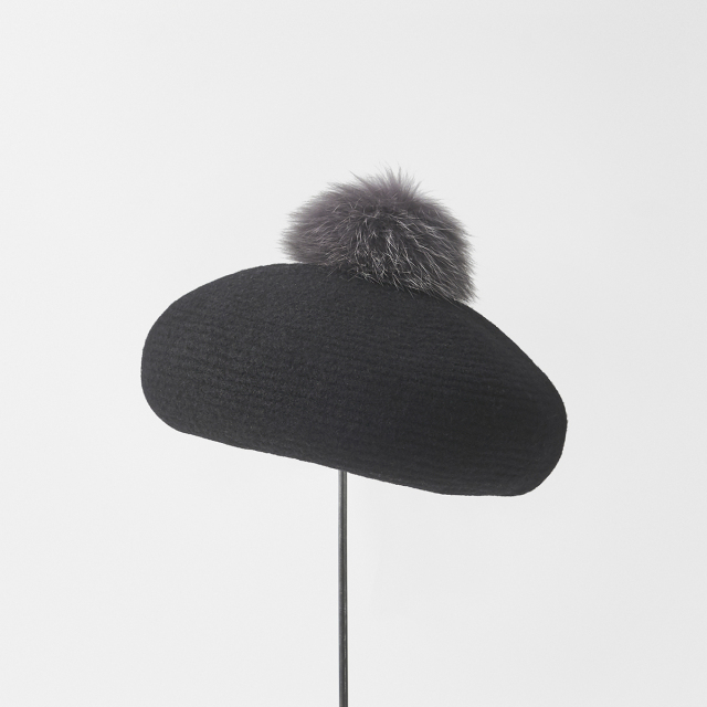 beret with pon