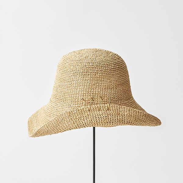 raffia hat wide + spiral pin